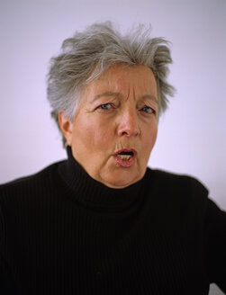 Senior woman in anger, portrait - DK00069