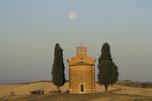 Near Pienza, Tuscany, Italy - 00486HS