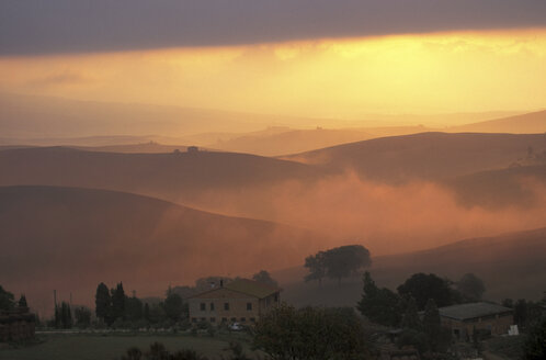 Near San Quirico de Orcia, Tuscany, Italy - 00482HS
