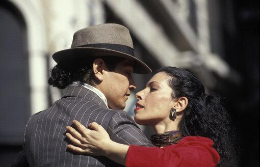 Couple dancing tango - 00317HS