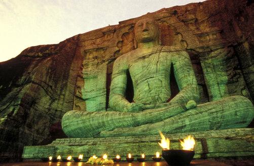 Sri Lanka, Pollonaruwa, Buddha belted in rocks - 00089MB
