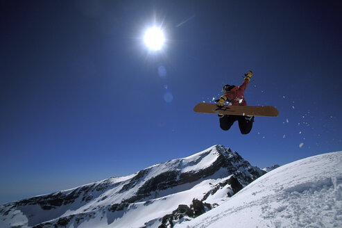 Snowboarder, low angle view - 00039FF
