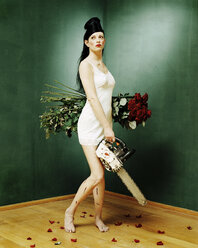 Young woman with roses and chainsaw - 00012DK
