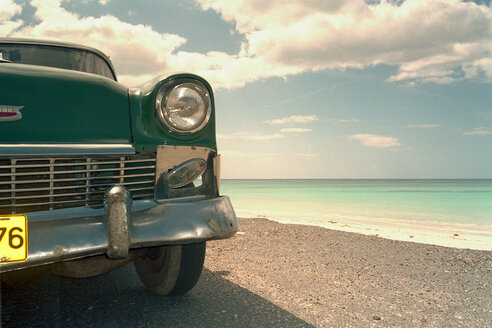 Old car at the beach - 00007BM-U