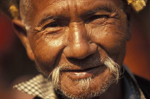 Senior man smiling, portrait - 00589OW