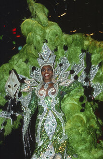 Samba dancer in costume - 00116AG