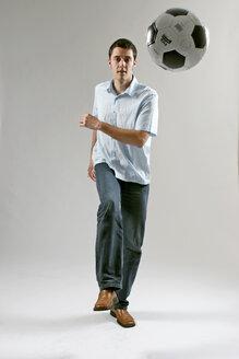 Man kicking the football - LDF00031