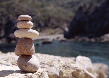 Stack of pebbles - PE00140