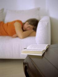 Woman lying on sofa - DK00041