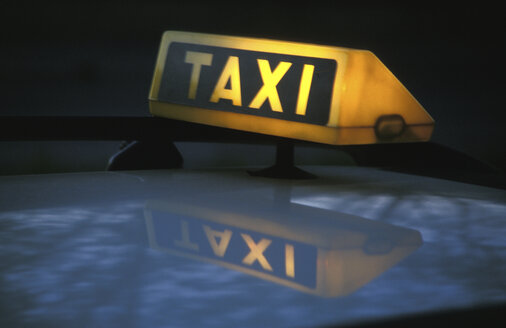 Germany, Munich, taxi by night, close-up - 00306GS