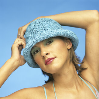 Woman with blue hat - JLF00009