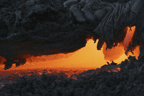 hawaii - pahoehoe, lava shortly before exit - RM00057