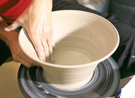Potter making a bowl - PE00293