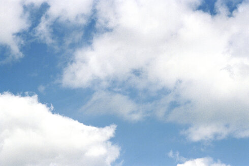 Sky and clouds, low angle view - 00036MN