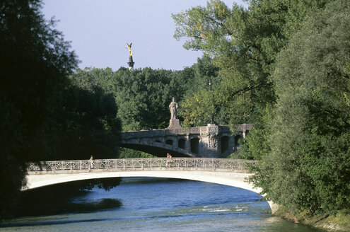 Germany, Bavaria, Munich, The river Isar at the Praterinsel - HSF00944