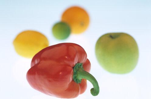 Red bell pepper, Apple, Lemon, Orange, close-up - 00099AS