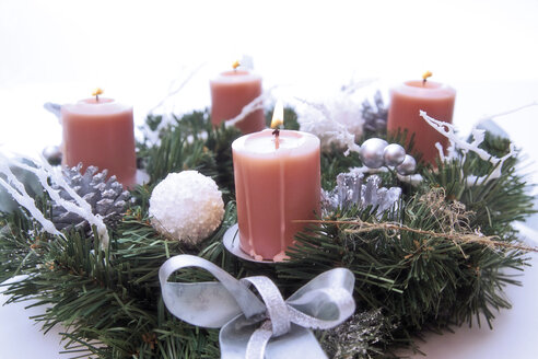 Candles in Advent wreath, close-up - 02417CS-U