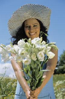 Woman holding flowers - LDF00087