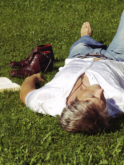 Man lying in grass, sleeping - DKF00094