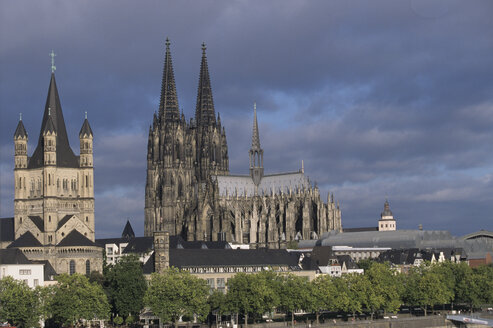 Germany, Cologne, Cathedral, elevated view - MR00561
