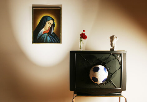 TV set with soccer ball and Madonna - LDF00148