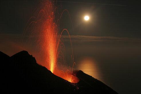 Italy, Stromboli volcano, eruptions and full moon - RM00118