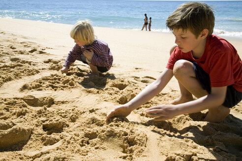 Portugal, Algarve, boys playing on beach - MSF01934