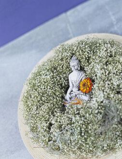 Buddha figurine embedded on baby\\\'s breath - HOEF00138