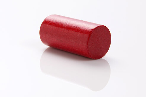 Red building block, cylinder, close-up - THF00225