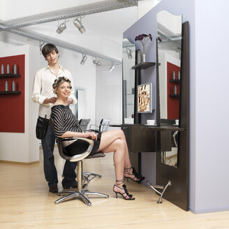 Young woman with hairdresser - JL00099