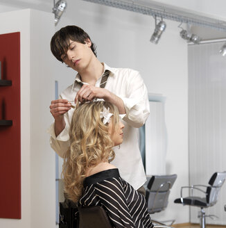 Woman with hairdresser - JL00096