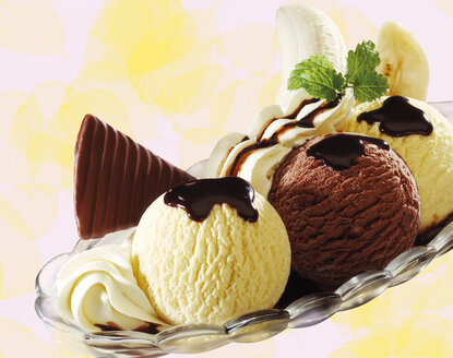 Banana split ice cream, close-up - 03498CS-U