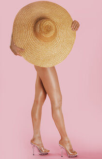 Woman holding straw hat - 00061LR-U