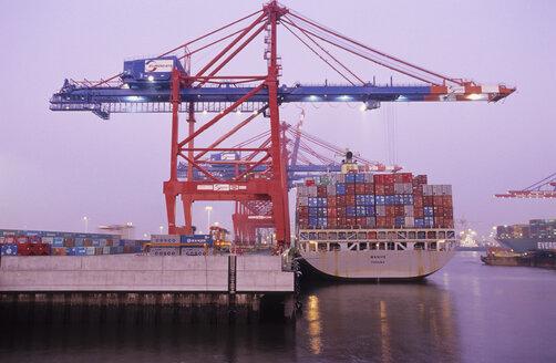 Germany, Hamburg, containership in Waltershofer Hafen at Predöhlskai - 00033MST-U