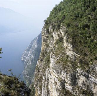 Italy, Lago di Garda, mountain crest - UKF00082