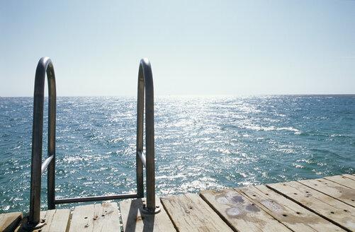 Pier with handrail - UKF00065