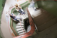 Germany, Vielsen, young people at staircase - MF00266