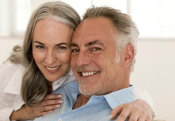 Mature couple smiling, portrait, close-up - WESTF01890