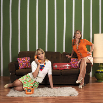 Young women in living room - JL00189