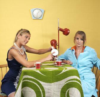 Young women having coffee - JL00153