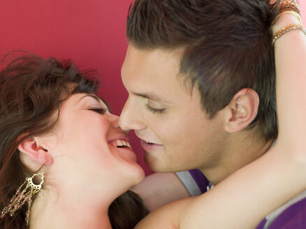 Young couple kissing, close-up, elevated view - KMF00364