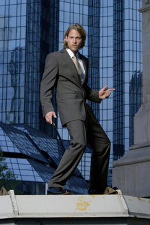 Germany, Frankfurt M., young business man in front of Deutsche-Bank-Tower - KM00445