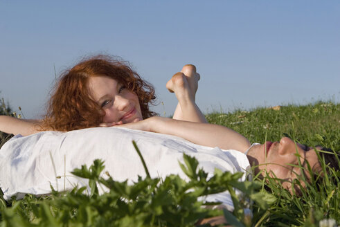 Young couple lying in meadow - LDF00251
