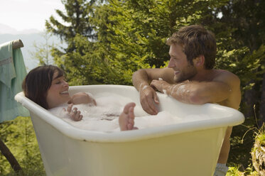 Young couple, woman lying in tub - BABF00147