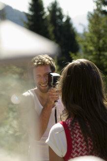 Young man filming young woman, close-up - BABF00123
