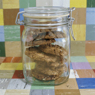 Closed cookie jar, close-up - COF00074