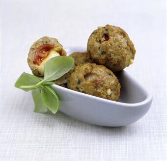 Minced meatballs in little dish, close-up - COF00035