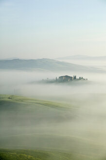Italy, Tuscany, landscape in mist - MRF00739