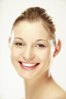 Young woman smiling, portrait - LDF00412