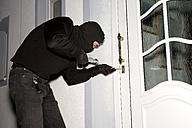 Burglar breaking lock, close-up - MAE00306